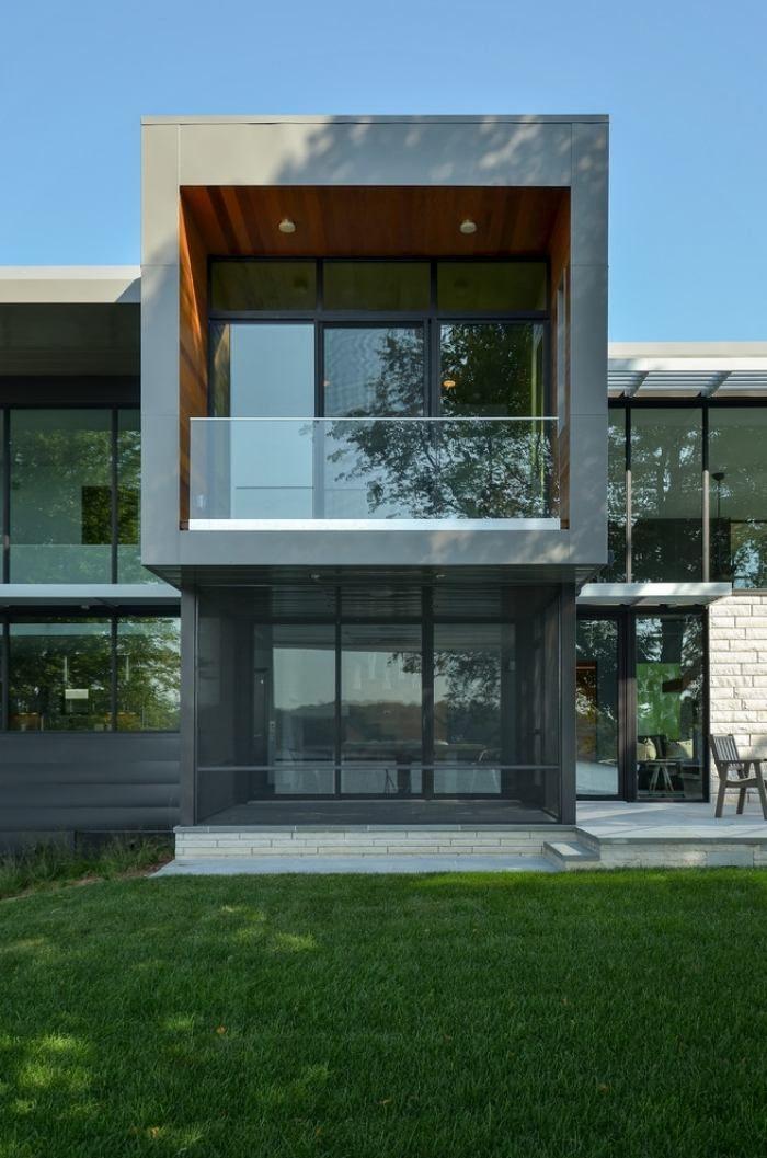 modernes zweistöckiges Haus mit grauer Fassade und großen - interieur mit holz lamellen haus design bilder