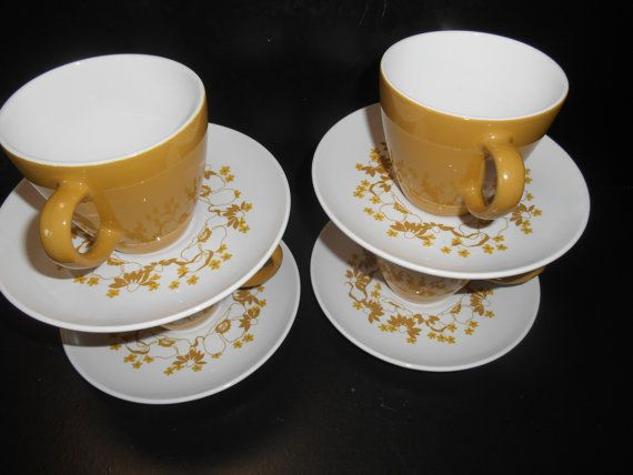 4 Corning Centura Laurel Brown Cups and Saucers 1970 vintage