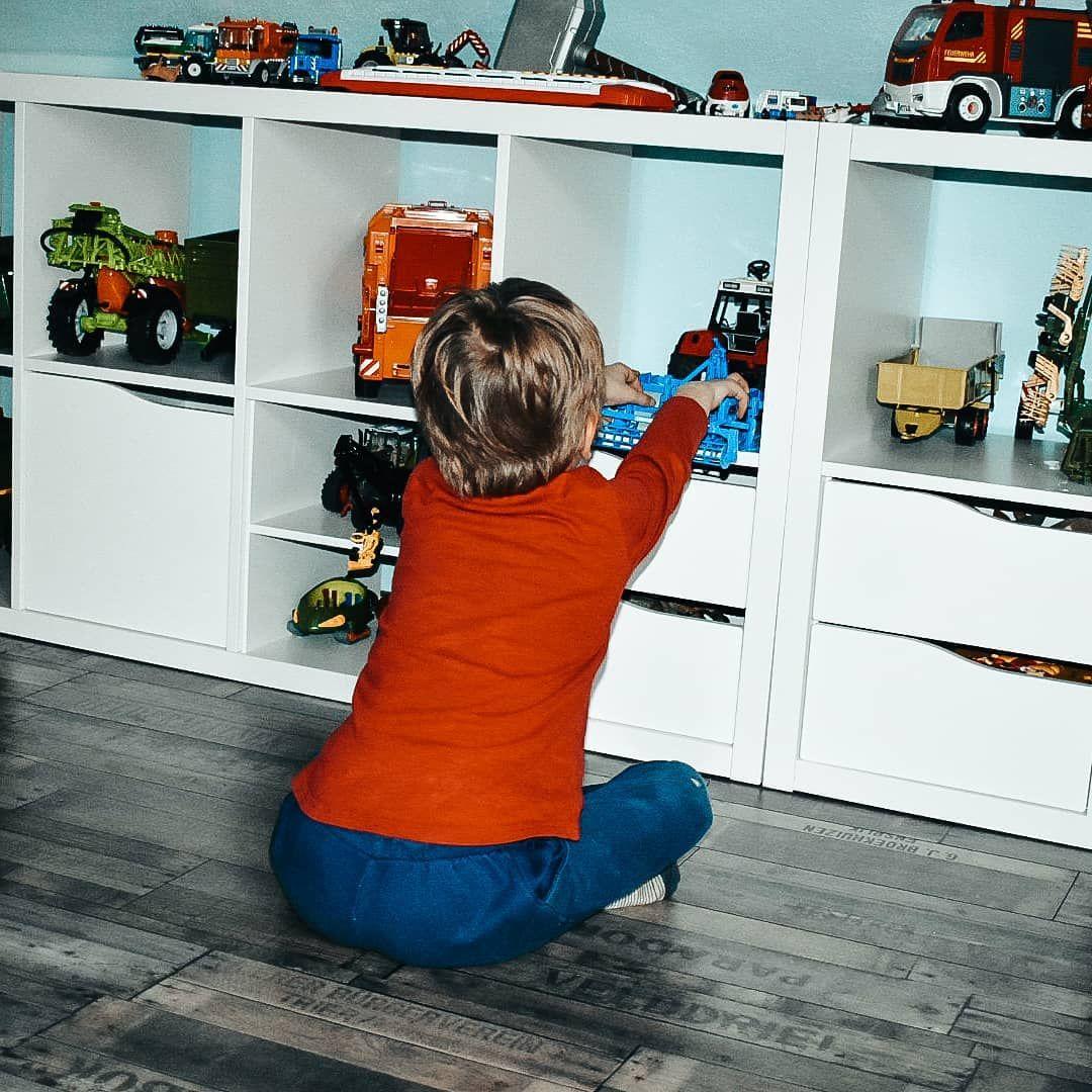Im Regal Werbung Verlinkung Sieht Es Aus Wie Eine Ausstellung Von Bruder Fahrzeugen Olli Hat Sich Sein Neues Rega In 2020 Bean Bag Chair Home Decor Decor