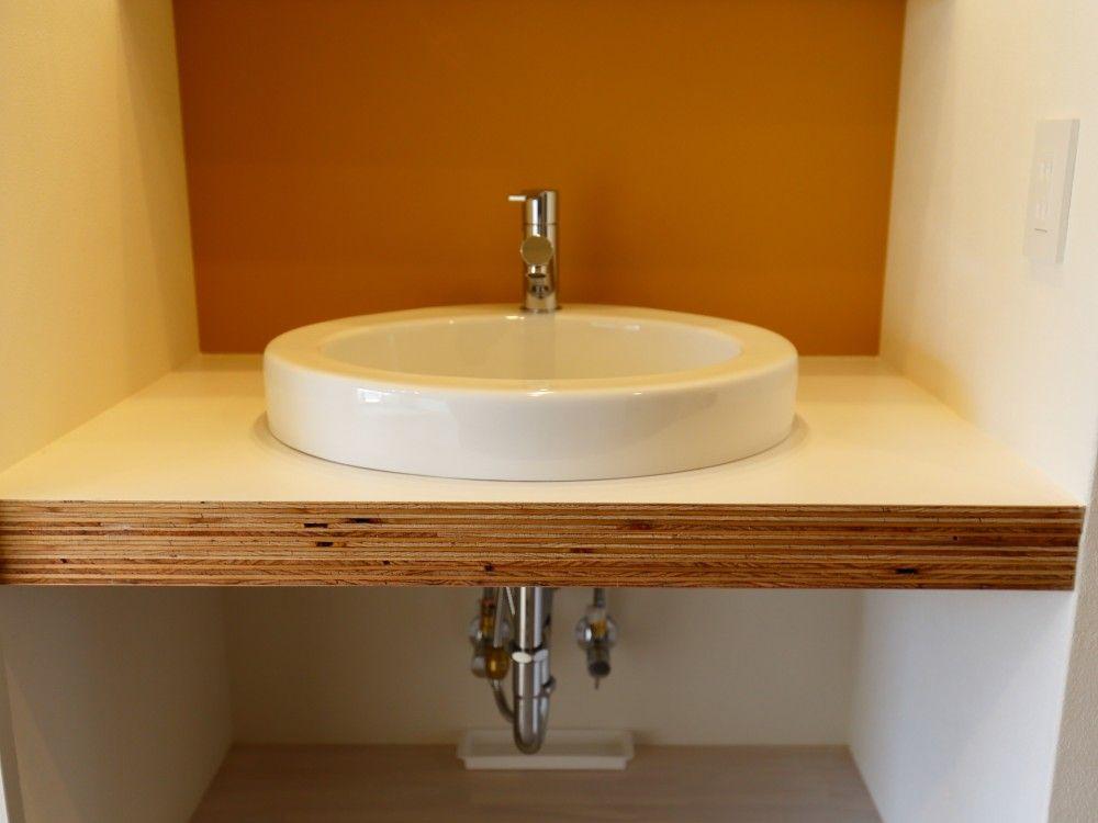 コンパクトな洗面化粧台 半埋め込みタイプの洗面ボウル 洗面台