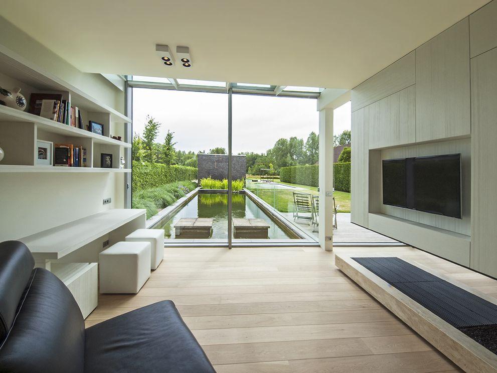 Britt van namen modern interieur met warme natuurlijke