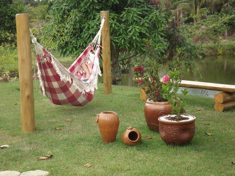 put a hammock in your backyard is the easiest in the world as simple as 2 bars or wooden beams poner una hamaca en el jardn de tu casa es lo - Hamaca Jardin