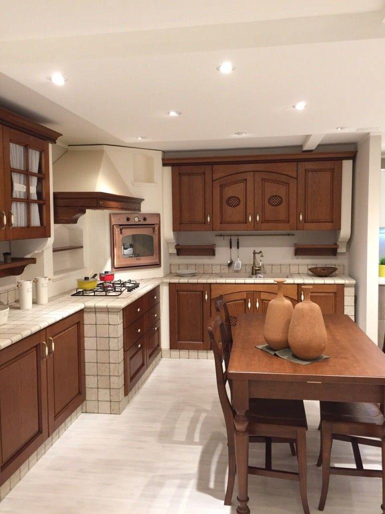 Cucina Completa Di Elettrodomestici Tavolo E Sedie.Cucina In Muratura Completa Di Elettrodomestici E Tavolo E