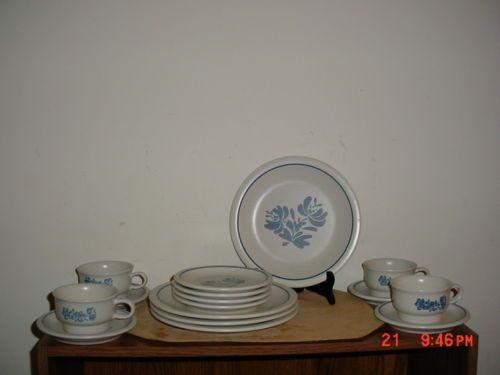 16 Piece Pfaltzgraff \ Yorktowne\  Dinnerware Set Used & 16 Piece Pfaltzgraff \