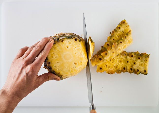 great tutorial for cutting a pineapple