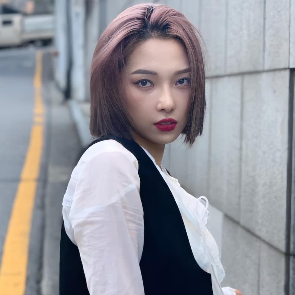 كارد On Instagram Never Thought That Short Hair Somin Will Be This Hot Somin Jeon0822 Somin K In 2021 Short Hair Styles Girl Short Hair Hair
