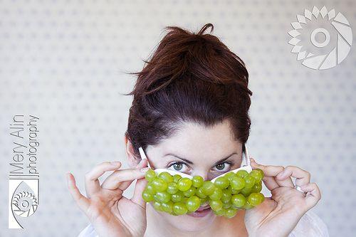 "Ojitos de Uva - ""Grapes eyes""   © Mery Alin Photography #meryalin www.meryalin.com #face #funny #fun #grapes #glases #hair #woman #portrait #creative #green #eyes"
