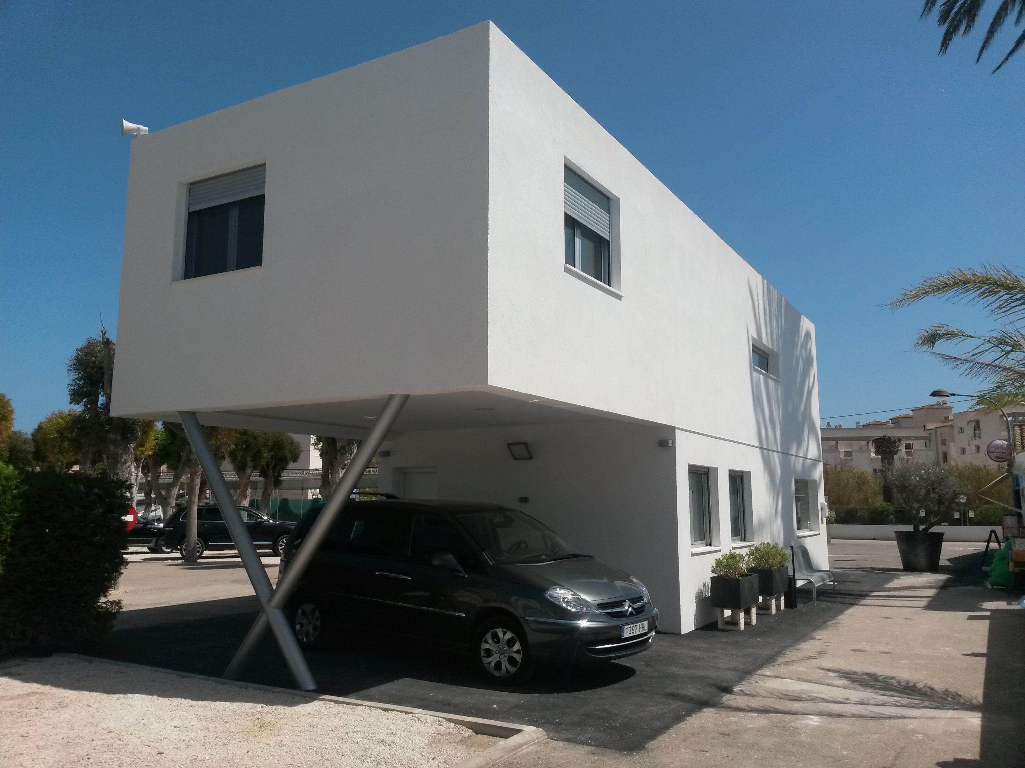 Casa fabricada reutilizando contenedores marítimos. Adaptada ...