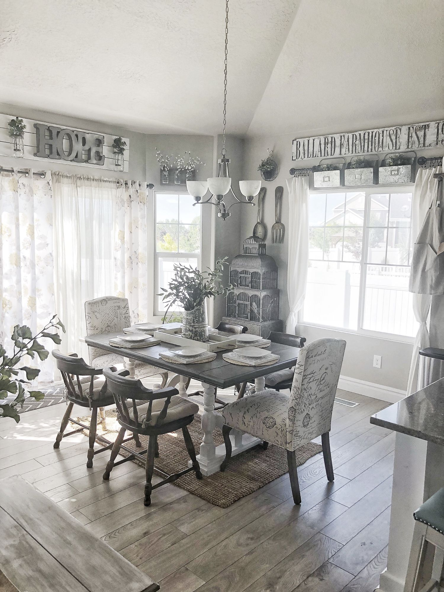 Do You Love The Traditional Farmhouse Design Style It Is One Of My Favorite Styles For Home Design And I Have Some Amazing Country House Decor Home Home Decor