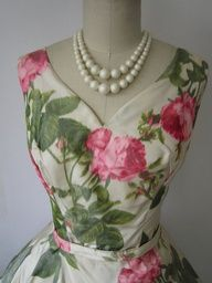 Love this roses print with the big beads!