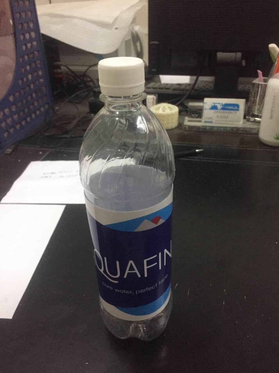 aquafina bouteille d 39 eau d routement s r pouvez ranger bouteille cach e la s curit des. Black Bedroom Furniture Sets. Home Design Ideas