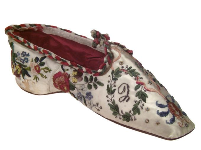 Antique Ladies Shoe (Ballerine), 1800-1825, beautiful embroidery!