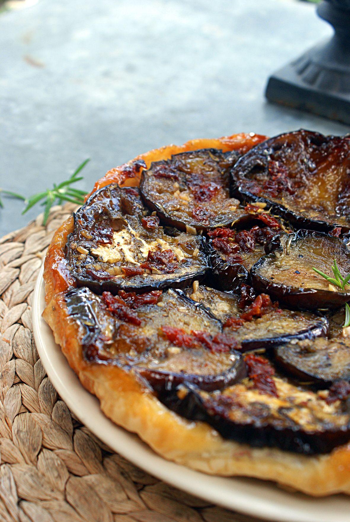 tarta bakłażan, suszony pomidor, czosnek i rozmaryn