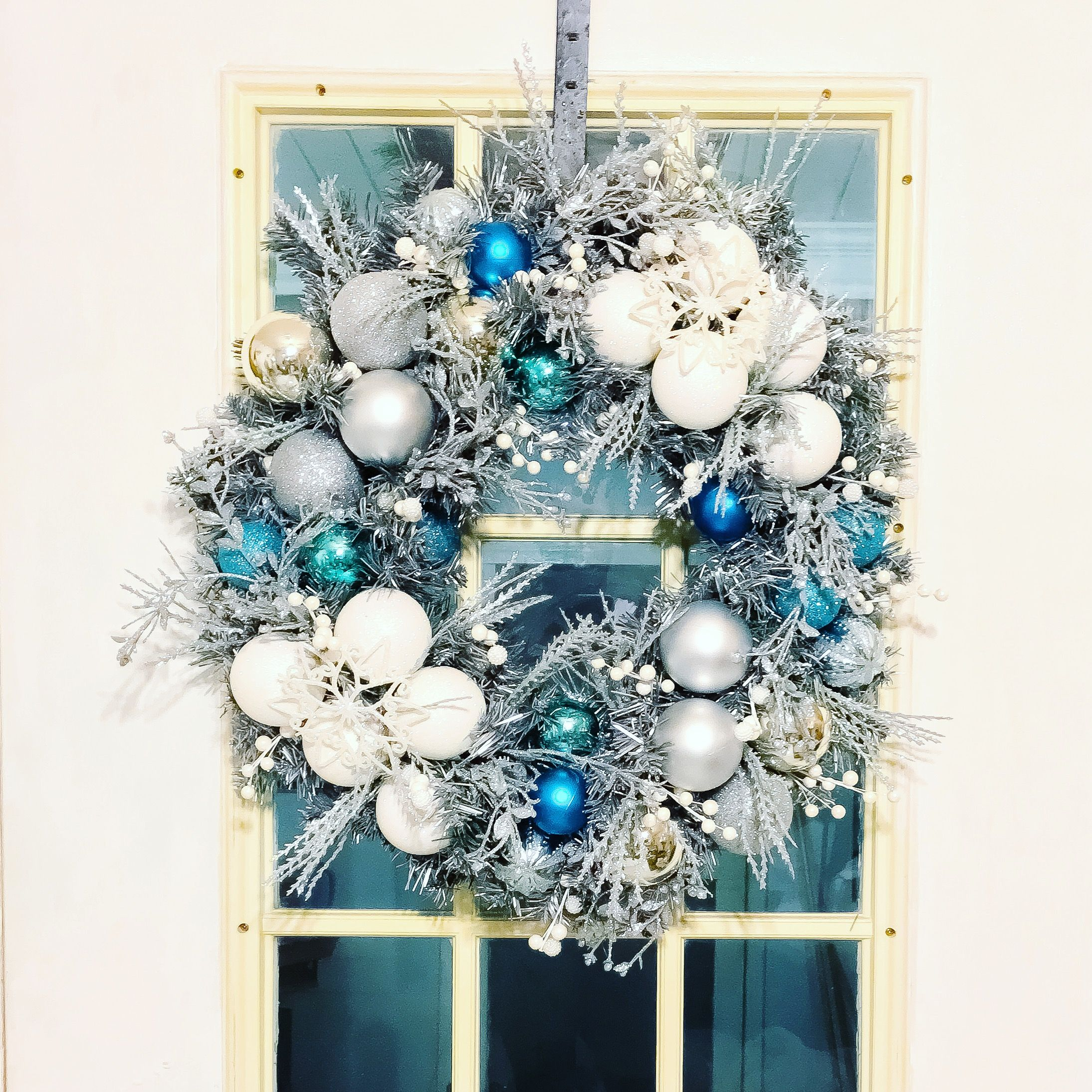 Wreath 18 white and light turquoise
