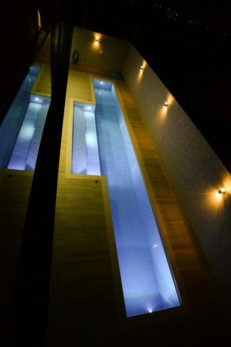 Iluminação  trazendo conforto à  piscina projetada e executada  pela equipe  Thelma Amaral.