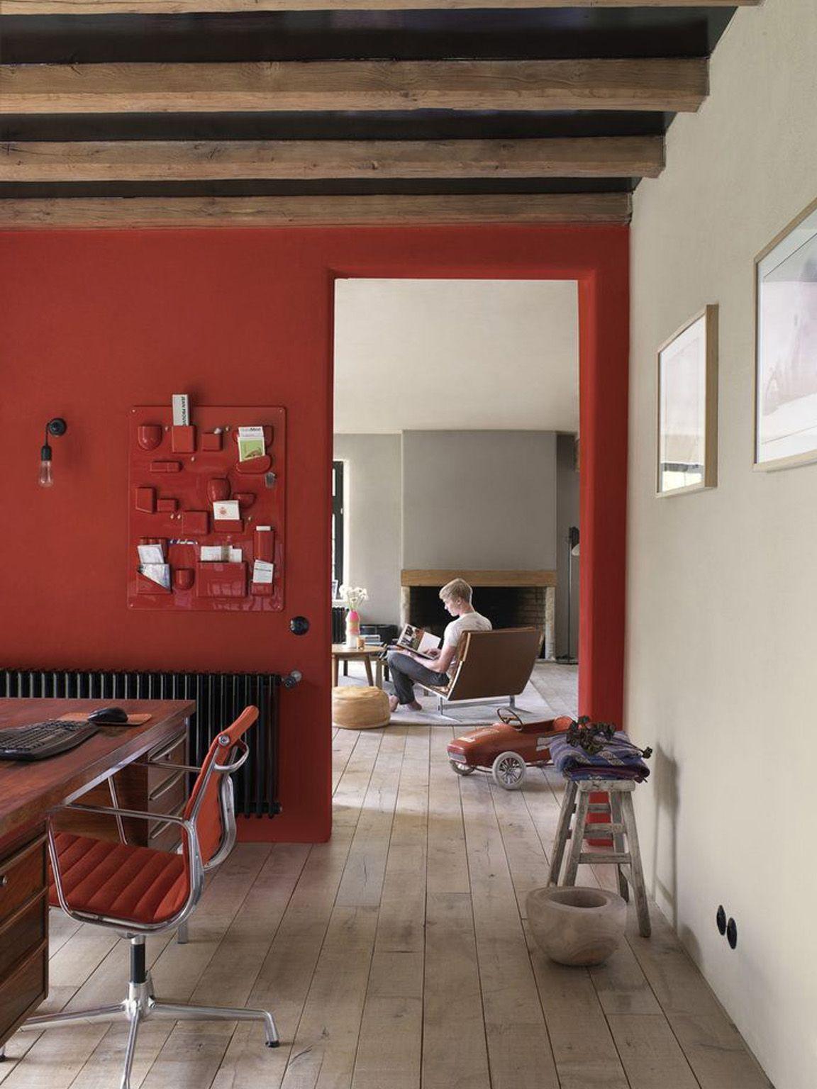 Interno casa parete rossa idee per la casa pareti for Parete rossa soggiorno