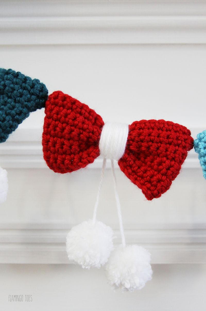 Pom Poms and Bows Crochet Garland - | Pinterest | Guirnaldas, Moños ...