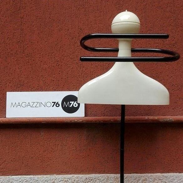 Uomo morto!  Kartell  1970/80 Ottime condizioni  #magazzino76 #viapadova #Milano #nolo #viapadova76 #M76 #modernariato #vintage  #furnituredesign #furniture #arredivintage #vintageviapadova #modernariatoviapadova #modernariatonolo #nolodesign #designnolo #designviapadova #designviapadova #1970 #1980 #kartell #uomomorto #perfettamenteconservato #solocoseoriginali #compromodernariato #acquistomodernariato