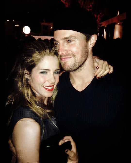 Stephen amell dating emily bett rickards