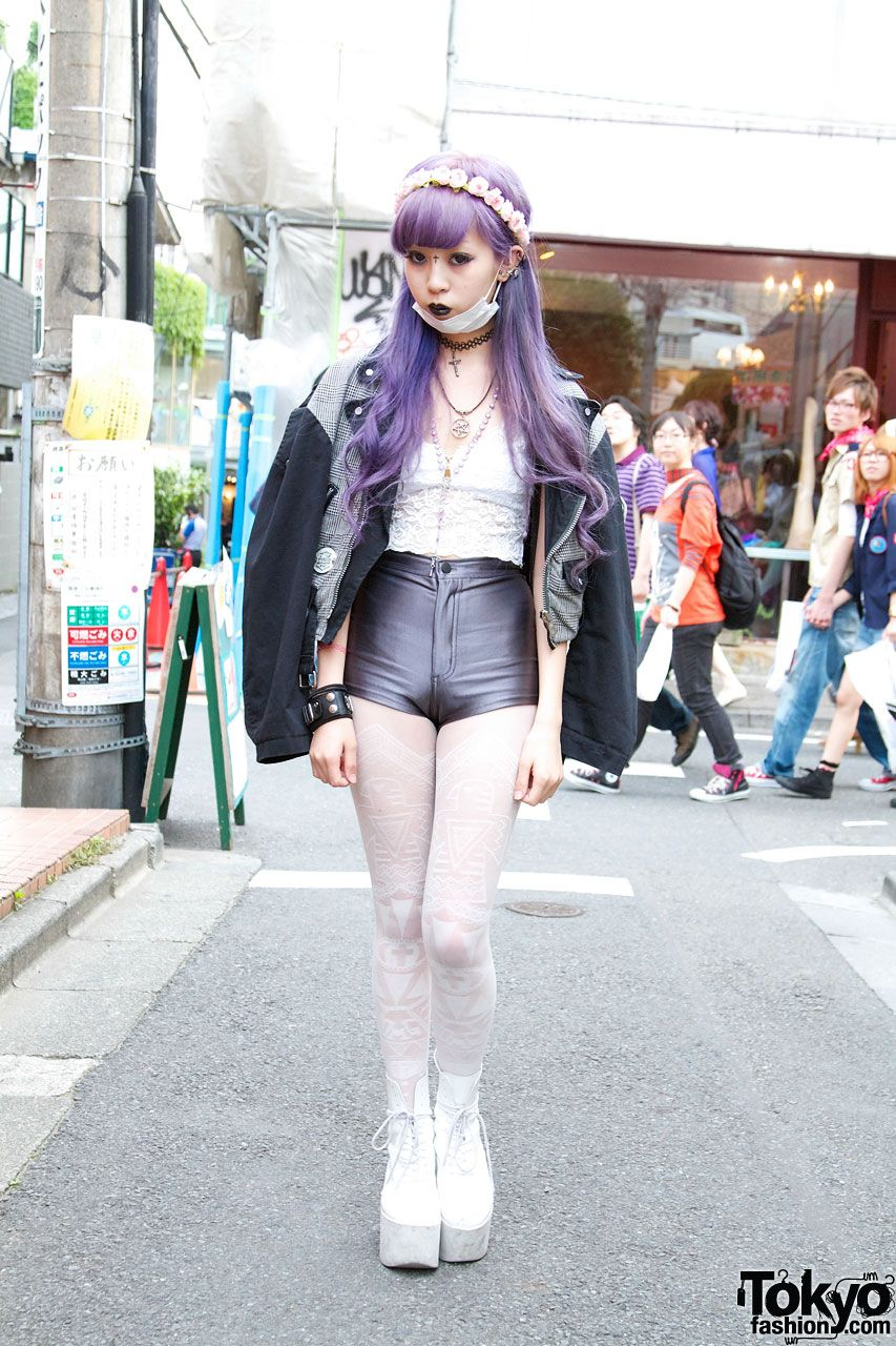 254f42d0314 Juria is wearing the Disco Shorts in Charcoal by  AmericanApparel.  fashion   street  tokyo  japan