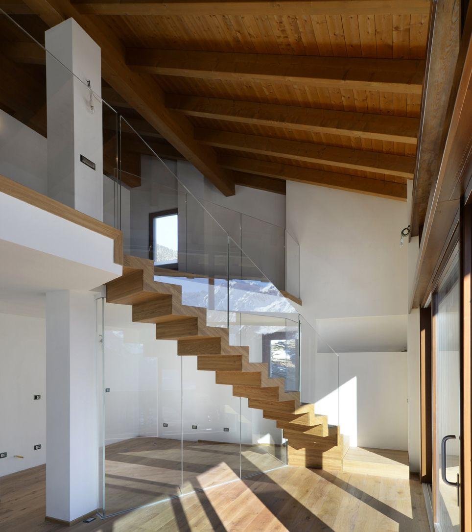 Interbau ha prodotto una composizione in legno e vetro: la scala ...
