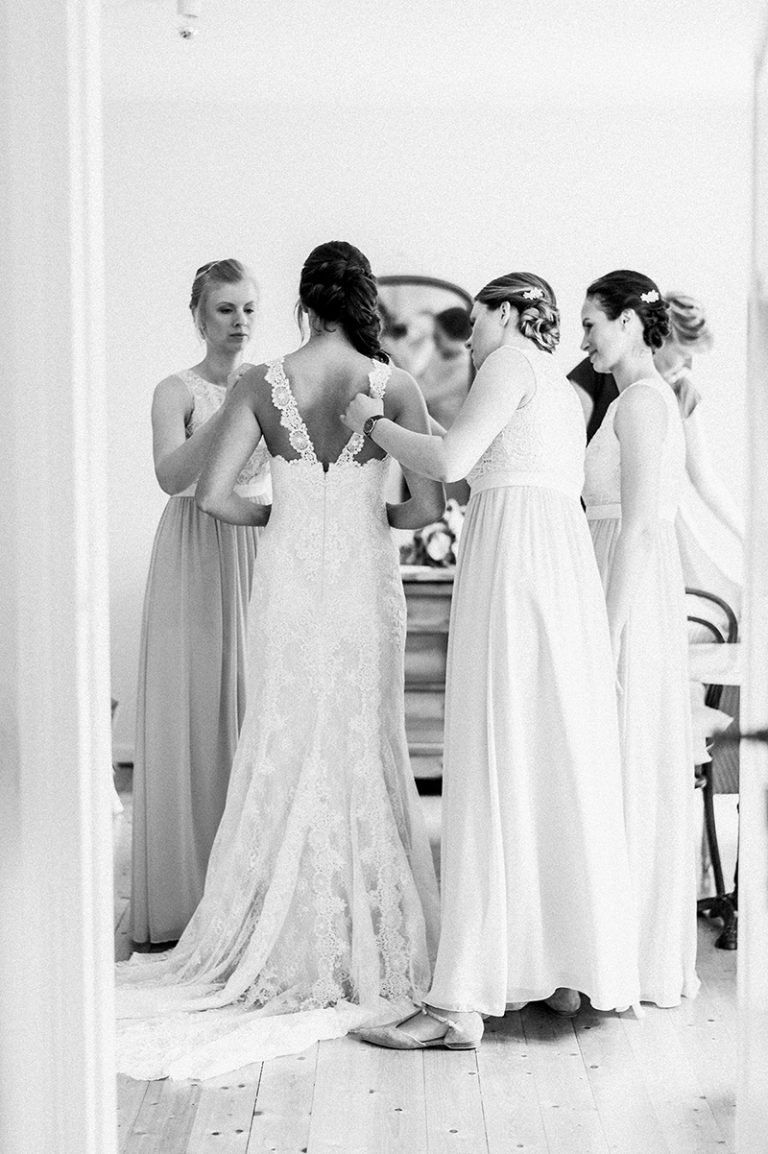 Atemberaubend Weinlese Schicke Brautjunferkleider Bilder ...