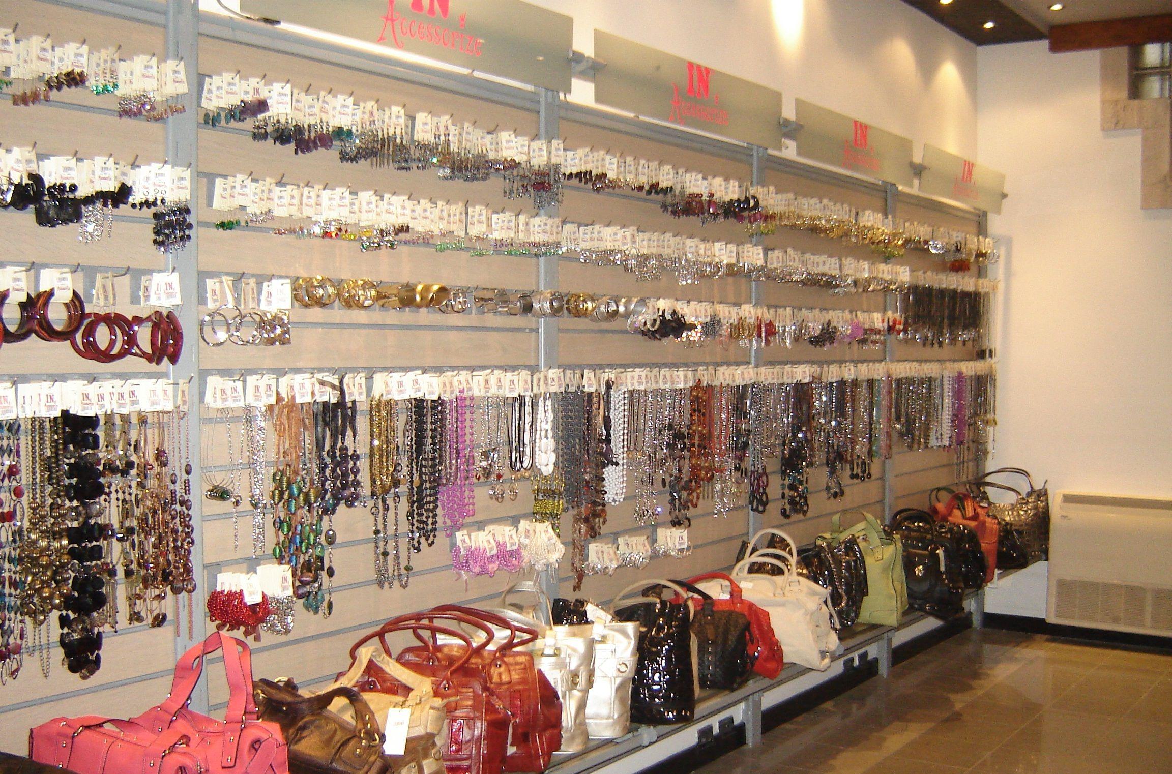 6e07fead754 como acomodar tu mercancía Boutique Móvil, Tiendas De Maquillaje,  Accesorios Para Mujer, Poner