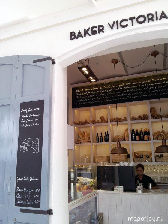 Op Ibiza? Bij Baker Victoria & Co drink je heerlijke koffie met iets lekkers in hartje Ibiza-stad.