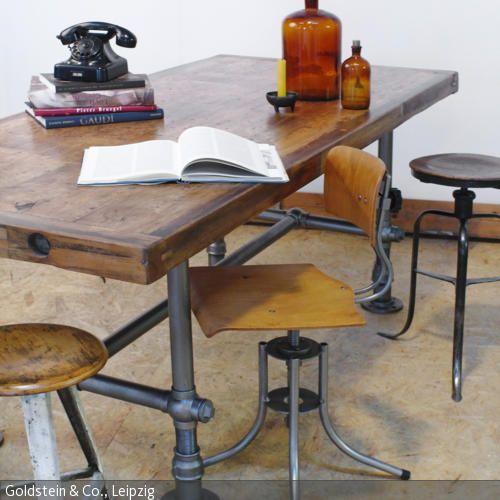 Esstisch, Hocker, Stuhl und Lampe im Industrial Chic Wohnen im