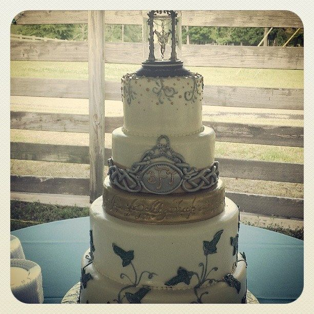 A Lord Of The Rings Themed Wedding Cake! Love Our Creative