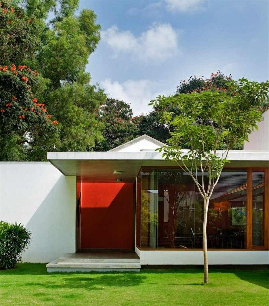 Imposing Library House In India Evoking Bangalore's