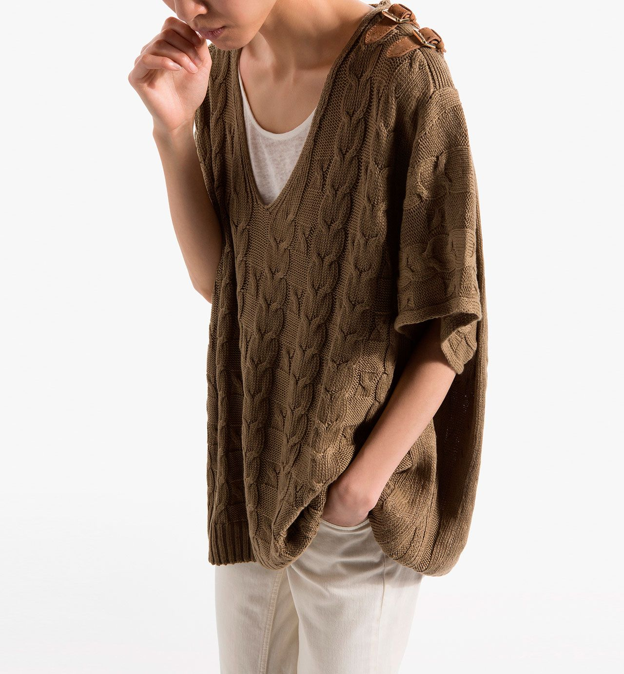 LINEN AND COTTON CABLE KNIT CAPE WITH LEATHER BUCKLE FASTENING