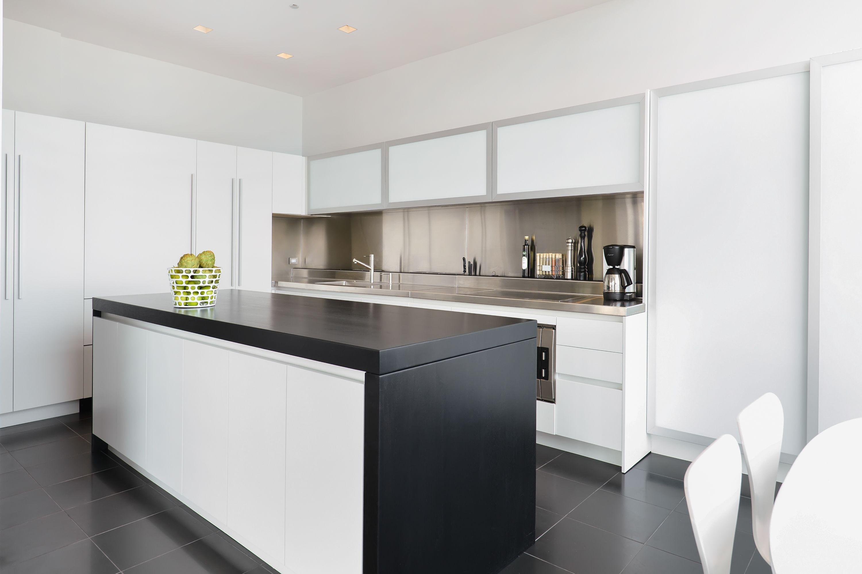 A Modern But Elegant Penthouse Design In Chicago With European Influences Dresner Design Kit White Modern Kitchen Kitchen Design White Kitchen Design