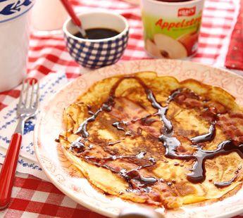 Dutch food spekpannenkoek met appel en stroop pancakes with bacon dutch food spekpannenkoek met appel en stroop pancakes with bacon apple and molasses forumfinder Gallery