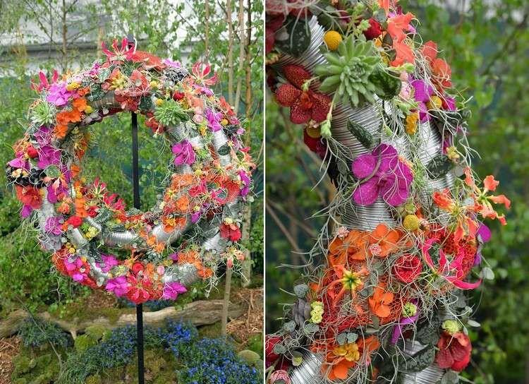 sculpture moderne en tubes métalliques, fleurs multicolores et ...