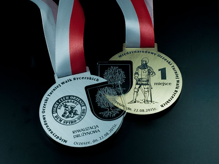International Tournament of knights fighting Medals sided laminate engraving in gold and silver colored and colorless plexiglass .