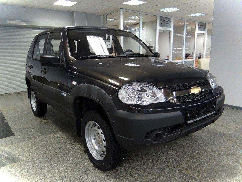 Black Chevrolet Niva 5