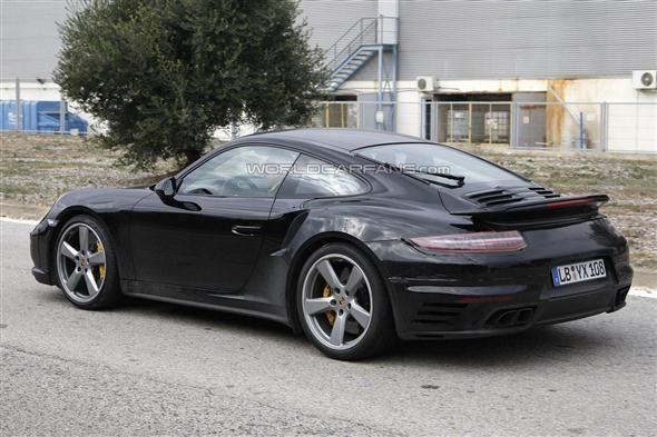 Primeras fotos espía del Porsche 911 GT2 - http://www.motoradictos.com/marcas/porsche/primeras-fotos-espia-del-porsche-911-gt2 Porsche 911 GT2