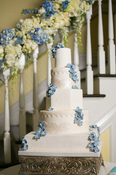 Blue and white wedding cake | Photo: Set Free Photography | | Decor: Alter Elements | Planning & Styling | Along Came Stephanie | Cake: Kakes by Karen