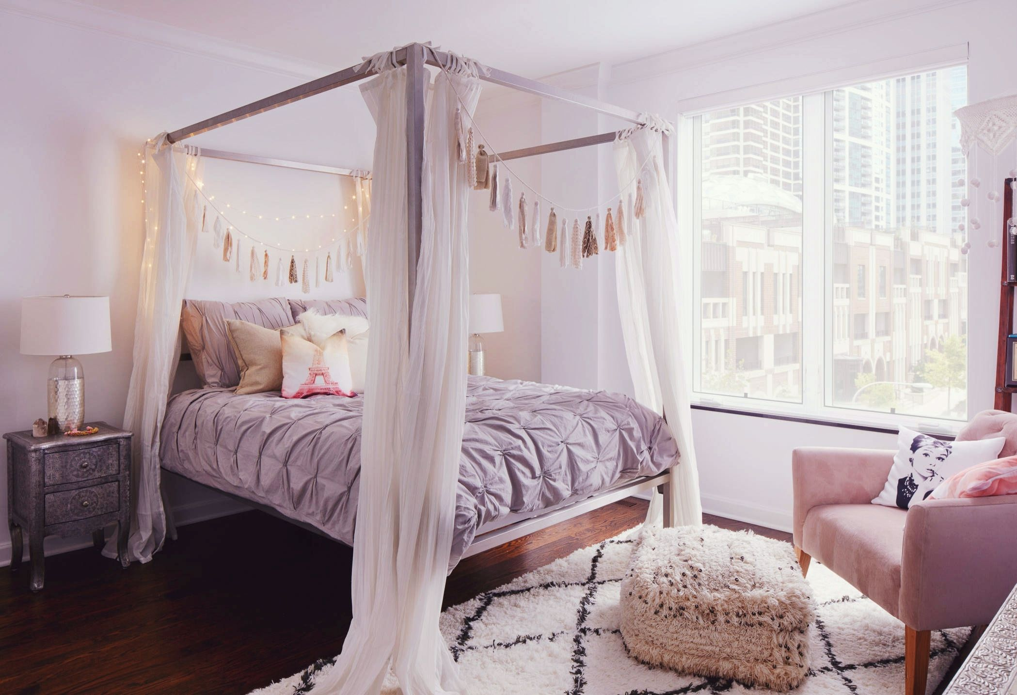 Wonderful Bohemian Bedroom Inspiration: Four Poster Beds With Boho Chic Vibes