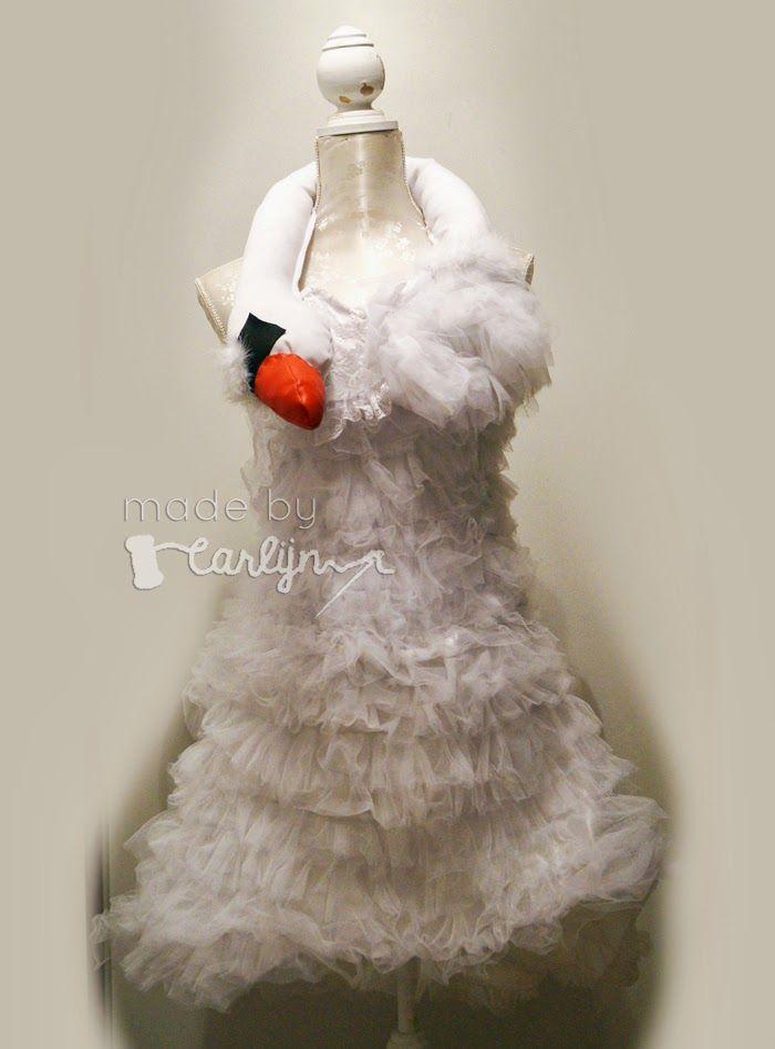 DIY: Bjork Swan Dress (White Chicks Swan Dress) in 10 steps on http://www.madebycarlijn.nl/2014/03/diy-bjork-swan-dress-white-chicks-swan.html