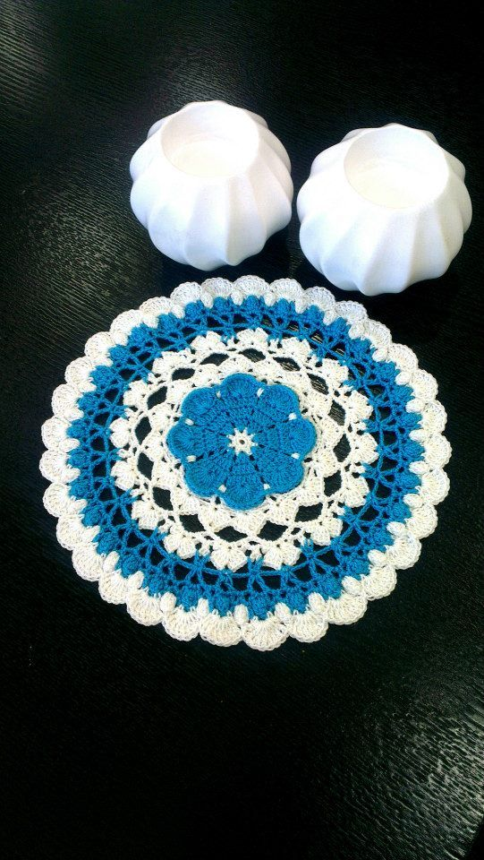 Delicate Doily Paid Pattern from : https://www.anniescatalog.com ...