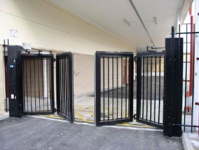 Bi Fold Gates For Driveways Google Search Puertas De Garage Puertas De Cochera Rejas Para Casas