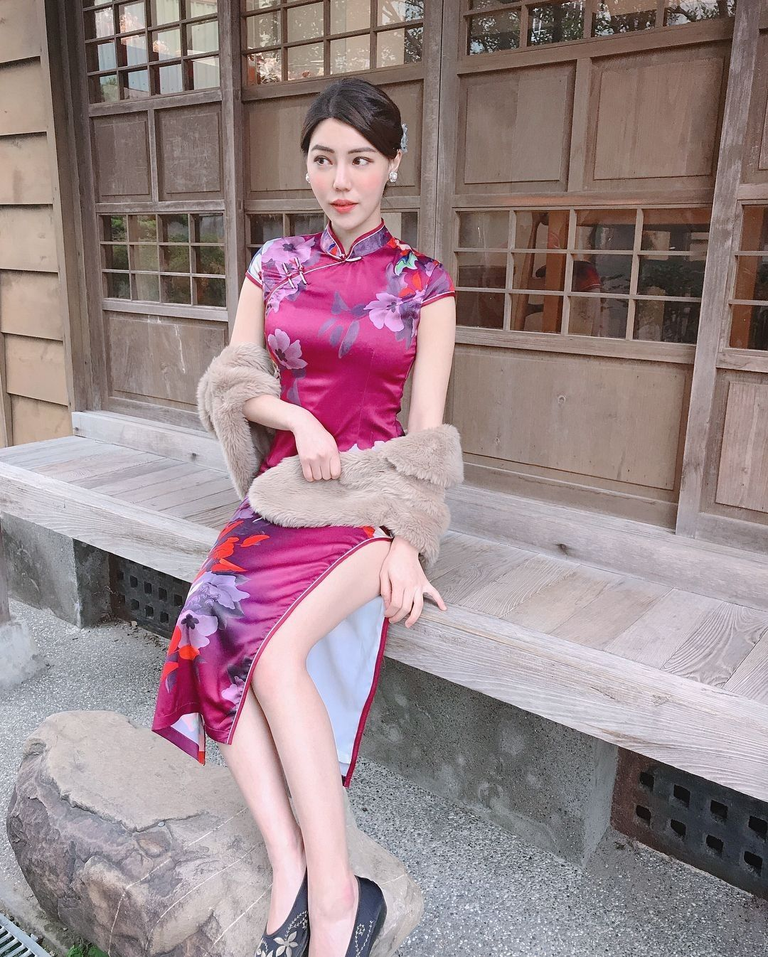chinese cheuhngsaam was the original dress style of the manchurians and was adopted by the chinese in the 1920s usage in hong kong and w アオザイ アジアンファッション 民族衣装