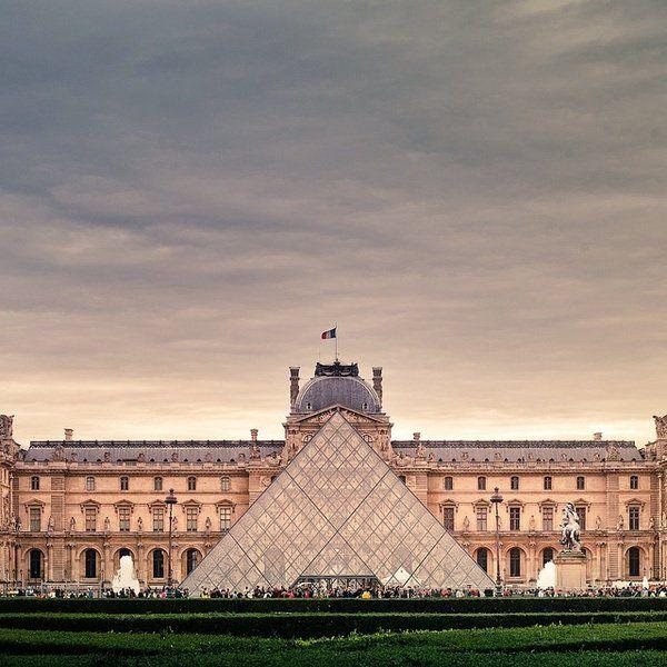 @MuseeLouvre : RT @Que_jadore: Et une magnifique photo du @MuseeLouvre pour bien commencer la semaine ! Belle soirée à tous avec @que_jadore #Paris https://t.co/9rqquzZkbi