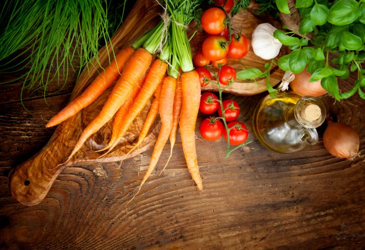 Choosing organic produce over conventional is usually the healthiest option, but some fruits and vegetables contain more harmful chemicals than others, so knowing which are…