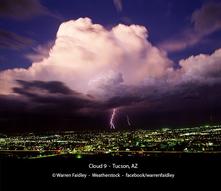 Lightning Strikes Over Tucson, AZ. Image © Warren Faidley