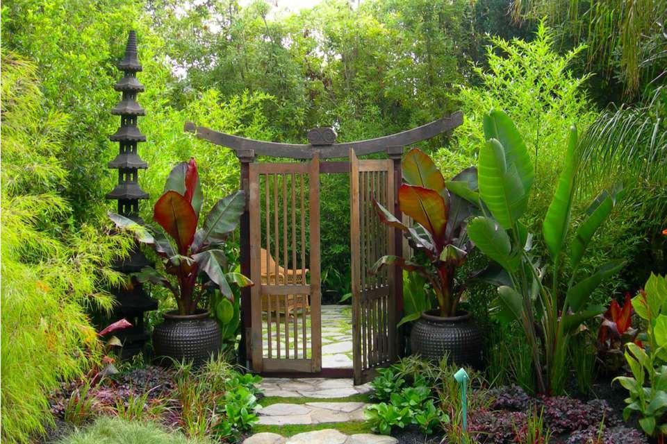 22 Welcoming Garden Gate Designs