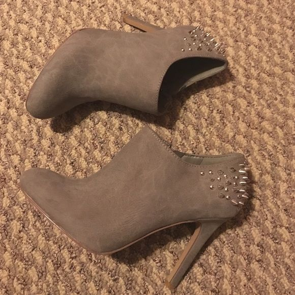 Gray suede Jessica Simpson heels Gray suede Jessica Simpson heels with a studded back. In great condition as I've barely work them. No missing studs, no scuffs. Awesome pair to add to your collection! Jessica Simpson Shoes Ankle Boots & Booties