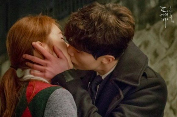 Goblin Ends Lee Dong Wook And Yoo In Na S Kiss In 2020 Lee